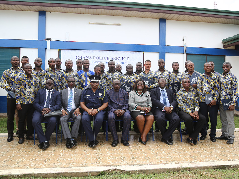 The Vice-Chancellor with dignitaries and participants of the Crime Scene  Management Course