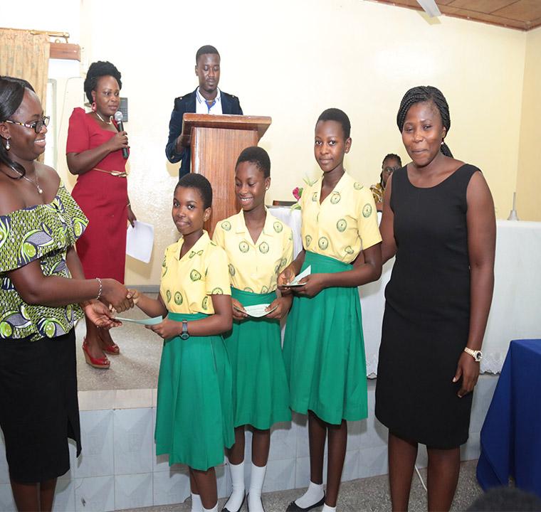 Presentation of award to the winning team