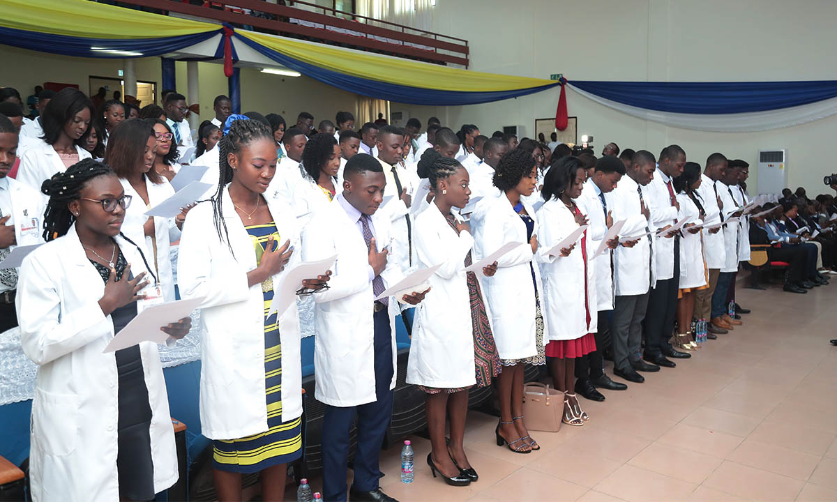 Students swearing the UCCSMS Oath