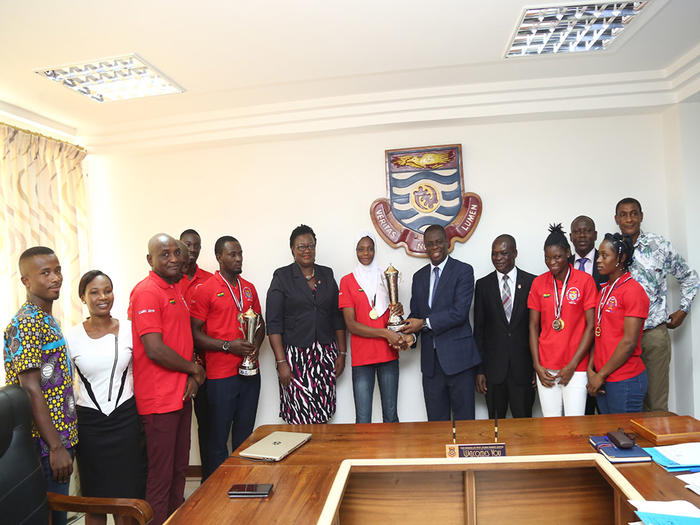 Presentation of trophy to the Vice-Chancellor